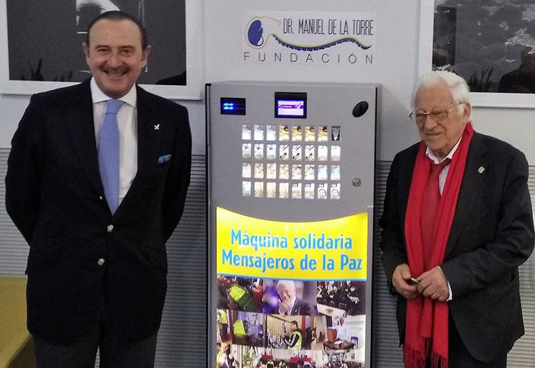 El Padre Ángel entrega la máquina solidaria a las instalaciones de Equipo de la Torre